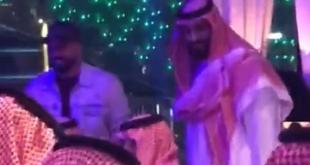 فيديو.. ولي العهد يصافح أحد الحضور في مطعم بجزيرة ياس