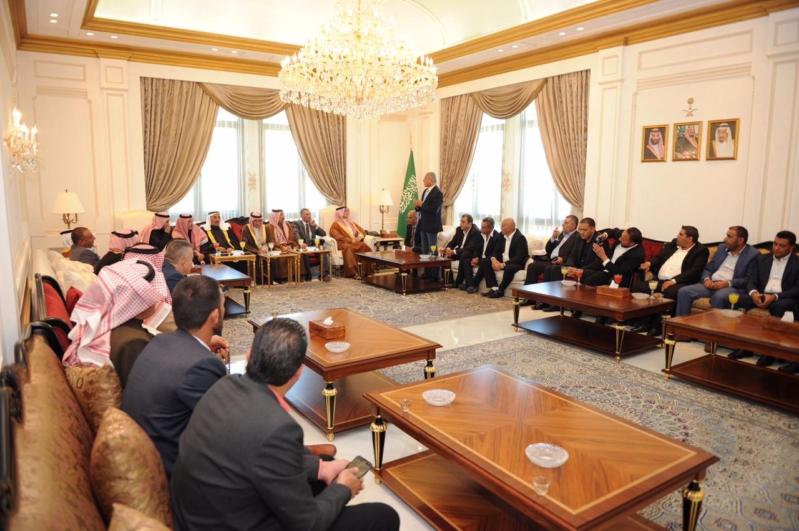 وفد من العشائر العربية يزور السفارة لدى لبنان تضامناً مع المملكة
