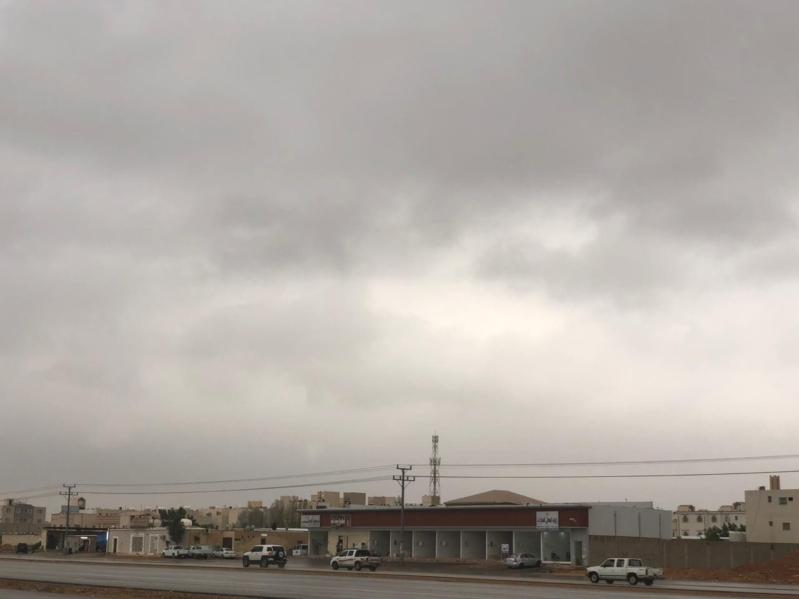 """فيديو وصور.. """"المواطن"""" توثق أمطار الخير التي تتواصل على الرياض"""