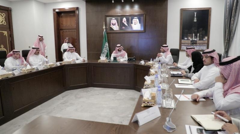 عبدالله بن بندر يطلع على ملامح تطوير إمارات المناطق