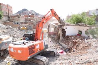 صور.. فصل الخدمات وإزالة 140 عقارًا بـ الكدوة في مكة - المواطن