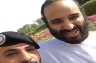 فيديو.. مشهد عفوي لولي العهد مع أحد أفراد الحرس الملكي - المواطن