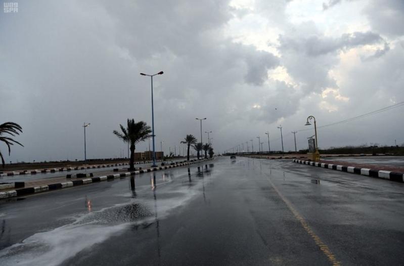 أمطار رعدية ورياح نشطة تعيق الرؤية في 9 مناطق