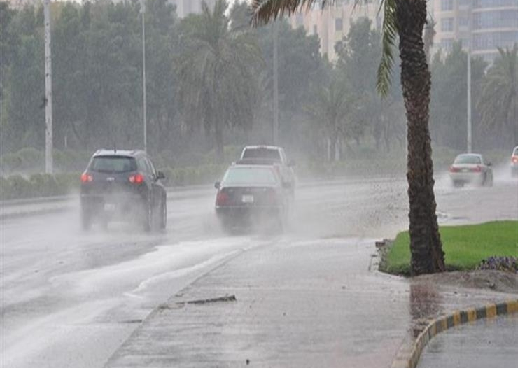 طقس الاثنين.. أمطار رعدية وعوالق ترابة تعيق الرؤية في 6 مناطق