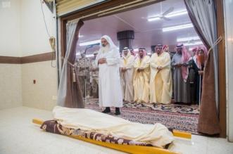 أمير القصيم يؤدي صلاة الميت على الشهيد شجاع الحربي - المواطن