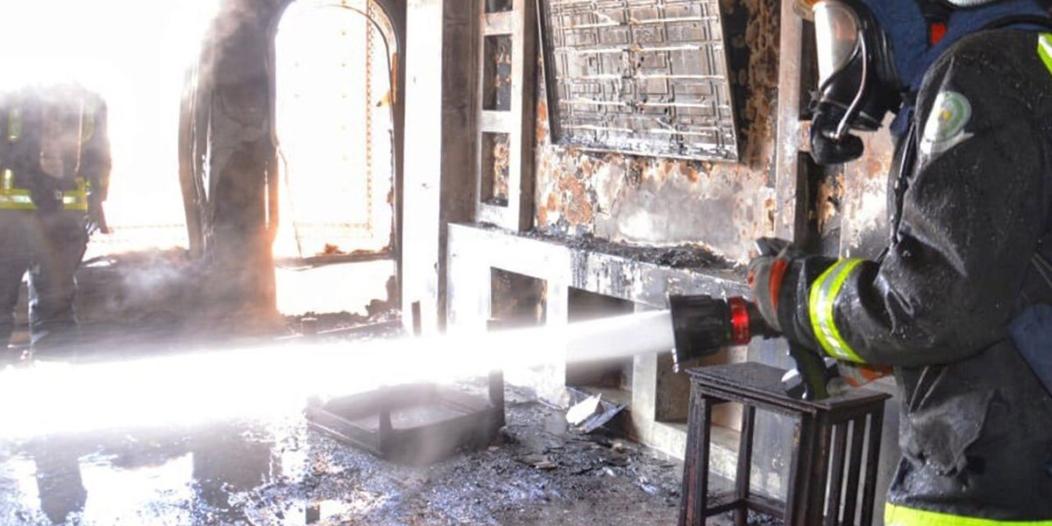 التماس كهربائي يُشعل حريقًا في بناية بحي الملك فهد