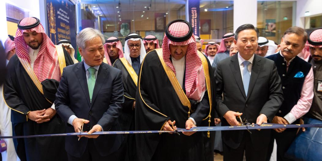 سلطان بن سلمان يفتتح معرض التاريخ والثقافة .. رحلة آسرة إلى الحضارة الكورية