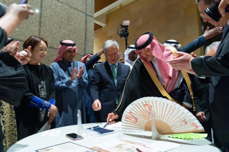 سلطان بن سلمان يفتتح معرض التاريخ والثقافة .. رحلة آسرة إلى الحضارة الكورية - المواطن