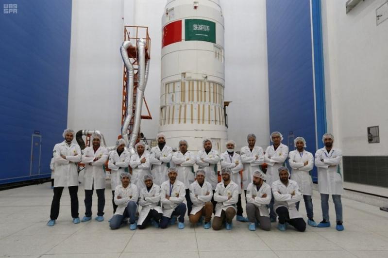 صور.. نجاح إطلاق القمرين الصناعيين سعودي سات 5 للتصوير عالي الدقة