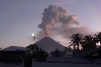 ثوران بركان جبل سوبوتان بجزيرة سولاويزي الإندونيسية - المواطن