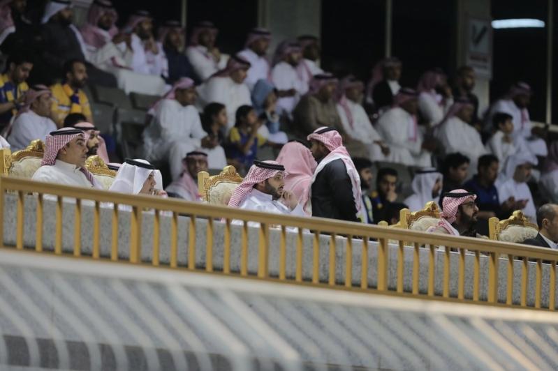 آل الشيخ يُشاهد مباراة النصر والوحدة من المدرجات