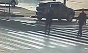 فيديو.. لقطات مروعة لمصرع امرأة عجوز أثناء عبورها الطريق - المواطن