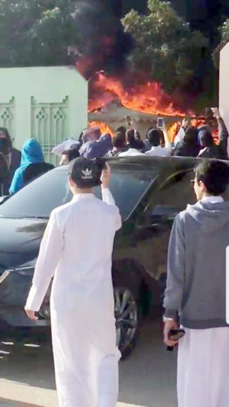 طالب يشعل النار بخيمة ثانوية اليمامة.. والتعليم: الاختبارات مستمرة