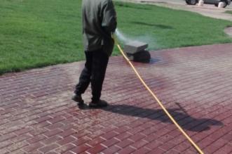 """في تجاوب سريع مع """"المواطن"""".. رش المبيدات في حدائق سويس #جازان - المواطن"""