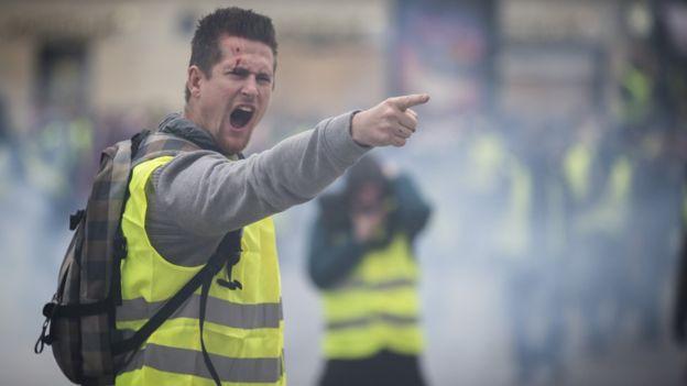 صور.. #السترات_الصفراء تبدأ جولتها الرابعة بفرنسا واعتقال 10 متظاهرين