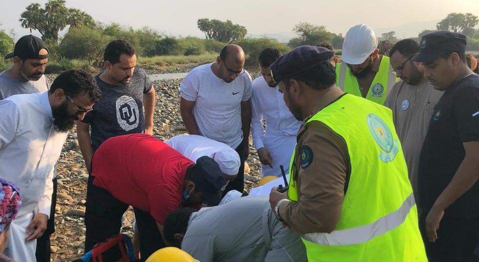 وفاة شخص وفقدان آخر بعد انجراف مركبة في سيول حقو بيش