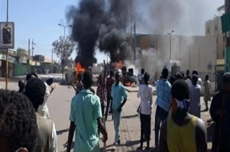 مظاهرات بمدينة الرهد غرب السودان وحرق مقر الحزب الحاكم - المواطن