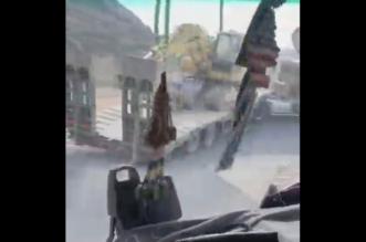 فيديو.. تهور سائق شاحنة يعرض حياة الآخرين للخطر - المواطن