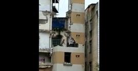 فيديو.. ردة فعل عامل تنقذه من انهيار 3 طوابق فوقه - المواطن