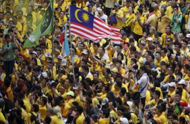 السفارة في ماليزيا تحذر من ارتداء ملابس المتظاهرين أو الاختلاط بهم