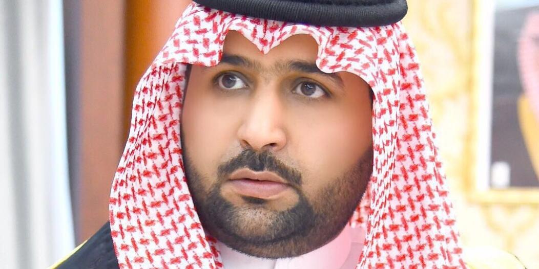 محمد بن عبدالعزيز ينقل تعازي القيادة لأسرة الشهيد الهروبي