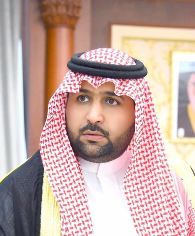 نائب أمير جازان ينقل تعازي القيادة لذوي الشهيد حريصي