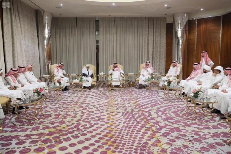 نائب أمير مكة يناقش دور كتاب الرأي في تشكيل الوعي المجتمعي