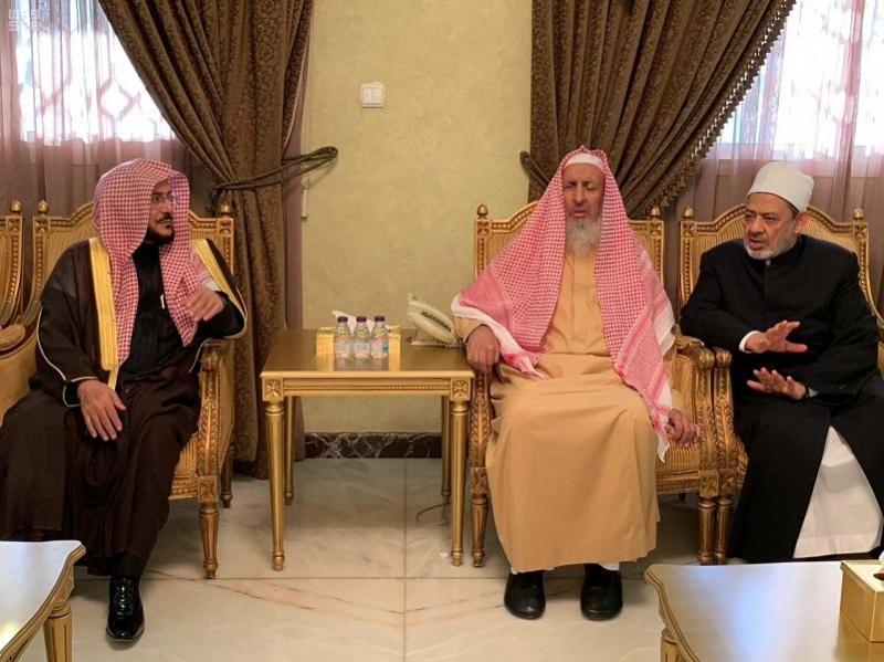 فيديو وصور.. المفتي يبحث مع شيخ الأزهر سبل نشر وسطية الإسلام واعتداله - المواطن