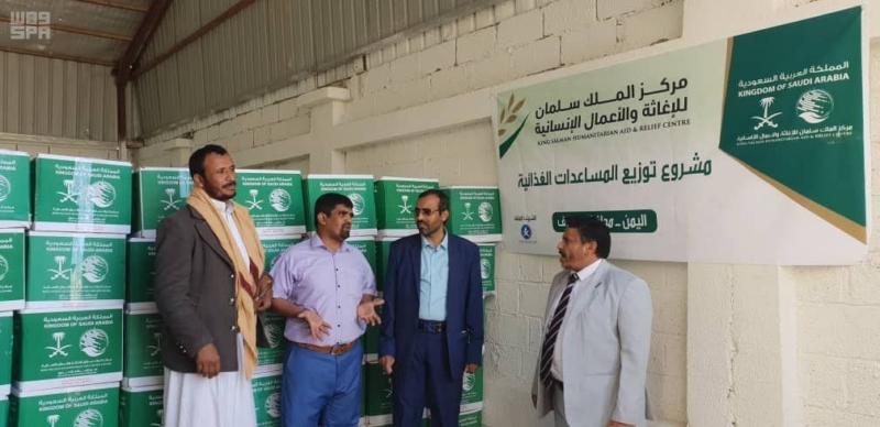 صور.. وصول 14 شاحنة تحمل مساعدات غذائية إلى الجوف اليمنية - المواطن