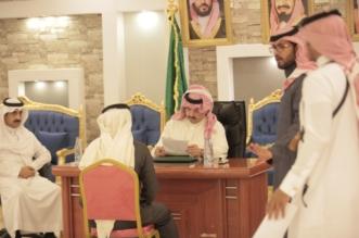صور.. تركي بن طلال يزور تنومة ويستمع لمطالب المواطنين - المواطن