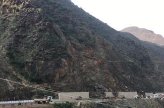 فيديو وصور.. إغلاق عقبة ضلع وبدء أعمال إصلاح الانهيارات الصخرية - المواطن