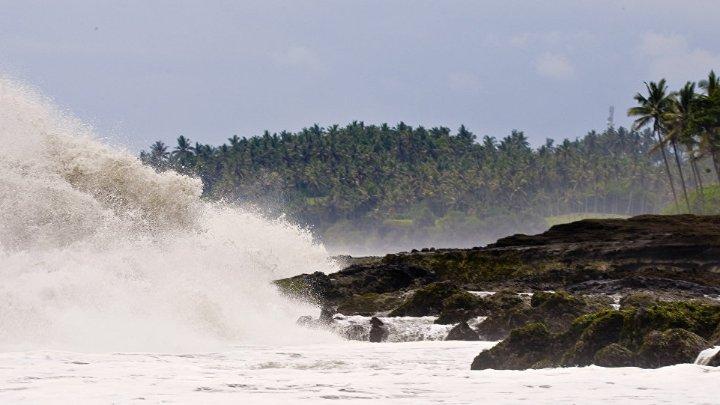 صور.. ارتفاع حصيلة قتلى تسونامي في إندونيسيا إلى 168 شخصاً