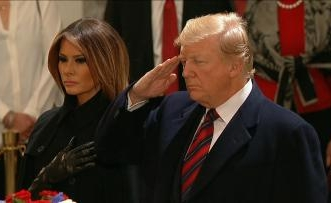 فيديو.. رحلة بوش الأب الأخيرة إلى واشنطن وتعظيم سلام من ترامب وزوجته - المواطن