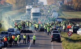 الشرطة الفرنسية تحشد آلاف الجنود لمواجهة احتجاجات رفع أسعار الوقود - المواطن