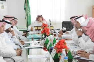 لجنة لمتابعة المشروعات المتعثرة في محايل - المواطن
