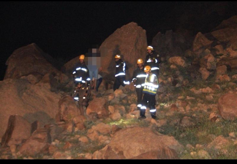 إنقاذ 5 أشخاص محتجزين في قمة جبل في وادي نعمان بمكة - المواطن