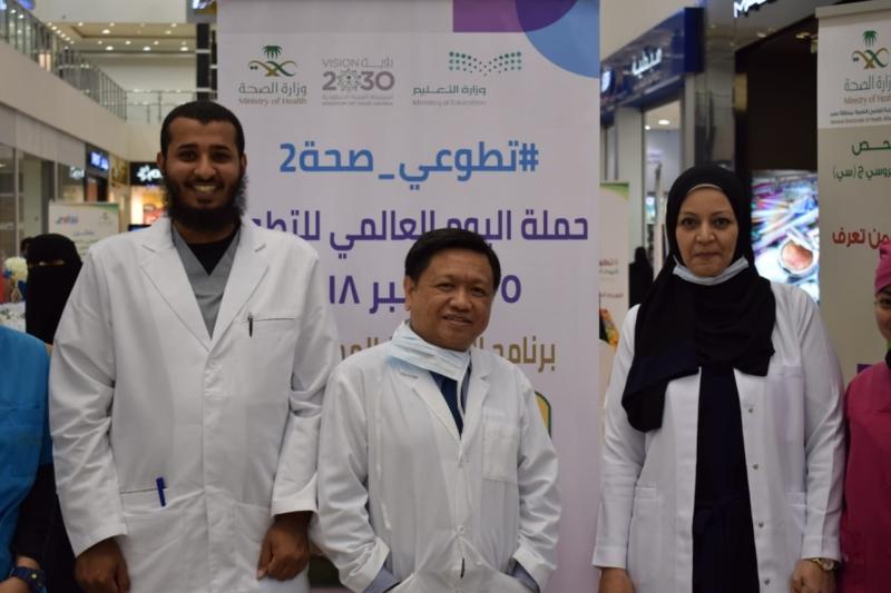مركز صحي حي الضباط بالخميس يشارك باليوم التطوعي بالهدايا والتوعية - المواطن