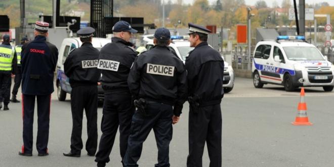 صورة إخلاء شارع الشانزليزيه وسط باريس بعد الاشتباه في عمل إرهابي