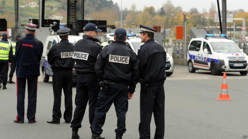 إخلاء شارع الشانزليزيه وسط باريس بعد الاشتباه في عمل إرهابي