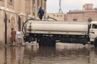 فيديو وصور.. مياه الأمطار تُغرق منازل مواطنين بالمدينة والأمانة تتفاعل - المواطن