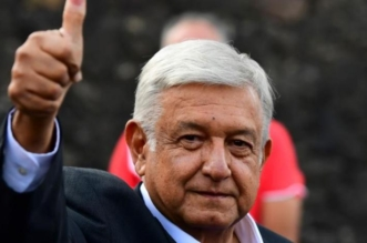 رئيس المكسيك يفي بوعوده.. باع الطائرة ولم ينم بالقصر وتنازل عن نصف راتبه - المواطن