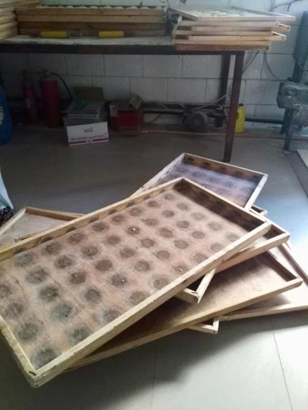 صور.. إغلاق مخبزين ومصادرة 35 لوحاً خشبياً في بارق - المواطن