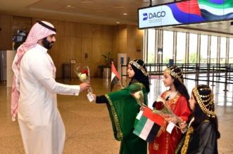 صور.. مطار الملك فهد الدولي يستقبل القادمين من الإمارات بالورود - المواطن