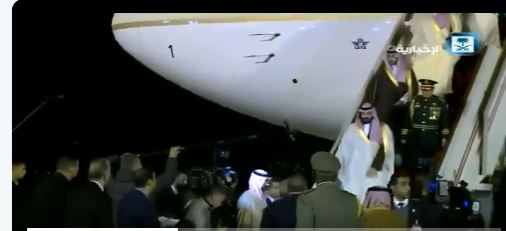 فيديو.. لحظة وصول ولي العهد إلى الجزائر