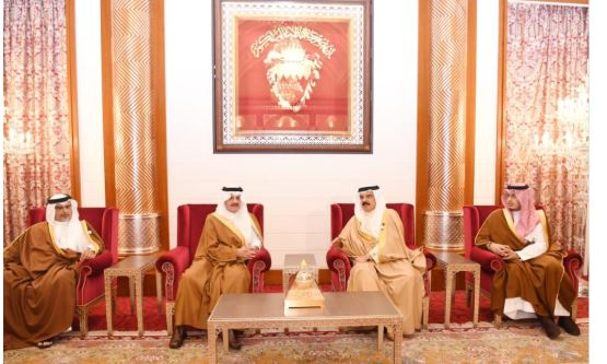 أمير الشرقية ينقل تعازي القيادة لملك البحرين في وفاة الشيخة نورة