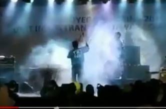 فيديو.. موجة تسونامي تقتحم قاعة احتفالات وتأخذ الجمهور في طريقها - المواطن