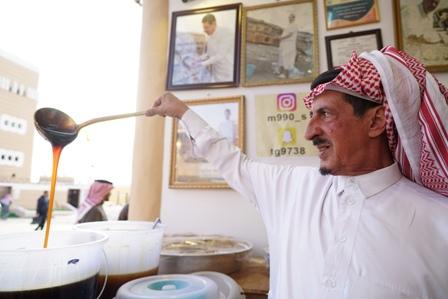 الصهدي يستعرض بـ #الجنادرية_33 خبرة 70 عاماً في مهنة النحالة - المواطن