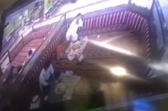 فيديو.. ممرض سعودي ینقذ حیاة مواطن في مطعم - المواطن