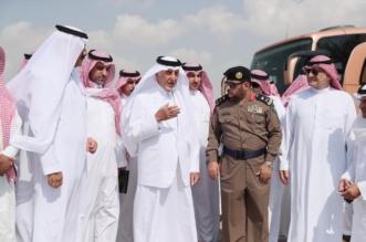 خالد الفيصل يصل الليث ويتفقد الأحياء المتضررة من الأمطار - المواطن