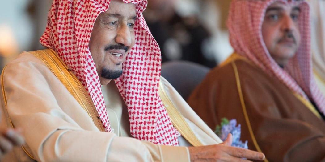 صور.. الملك سلمان يشرف سباق الهجن الكبير في #الجنادرية